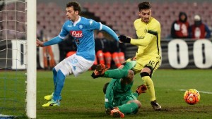Inter's goalkeeper Samir Handanovic in action during the Italian Cup quarter final soccer match between SSC Napoli and FC Inter at San Paolo Stadium in Naples, 19 January 2016. ANSA/ CIRO FUSCO